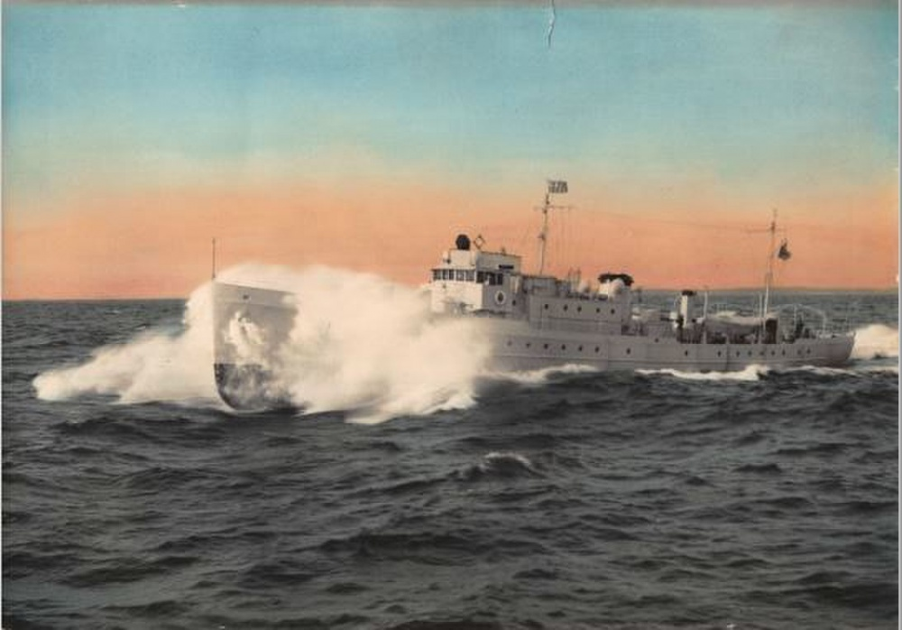 A colorized photograph depicting Daphne sistercutter Thetis underway in moderate swell. (U.S. Coast Guard Photo)